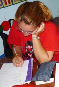 Raquel estudiando en el Seminario